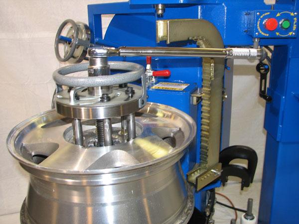 hydraulic wheel repair machine